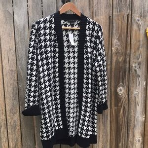 Ann Taylor, blue and creme, checkered Cardigan.